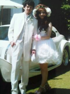結婚式とは違うデザインのロングドレスで2倍楽しんでみてはどうですか?