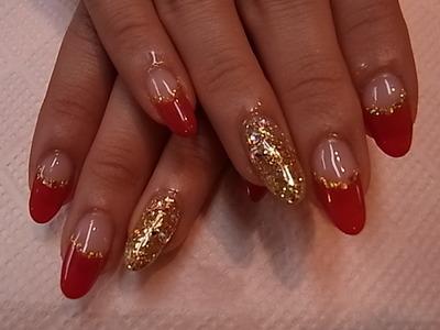 赤フレンチで薬指にゴールド キラキラ