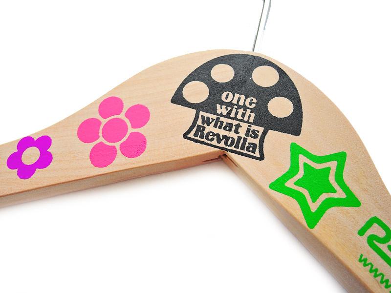 Revolla オリジナル 両面プリント木製ハンガー 木地仕上げ 男女兼用 きょうりゅうデザイン size:【W42cm】