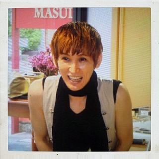 佐野ヒカルさん\u2025多くの芸能人やモデルさんのヘアメイクを担当し、雑誌やテレビにも出演されている大変人気なメイクアップアーティストさんです。